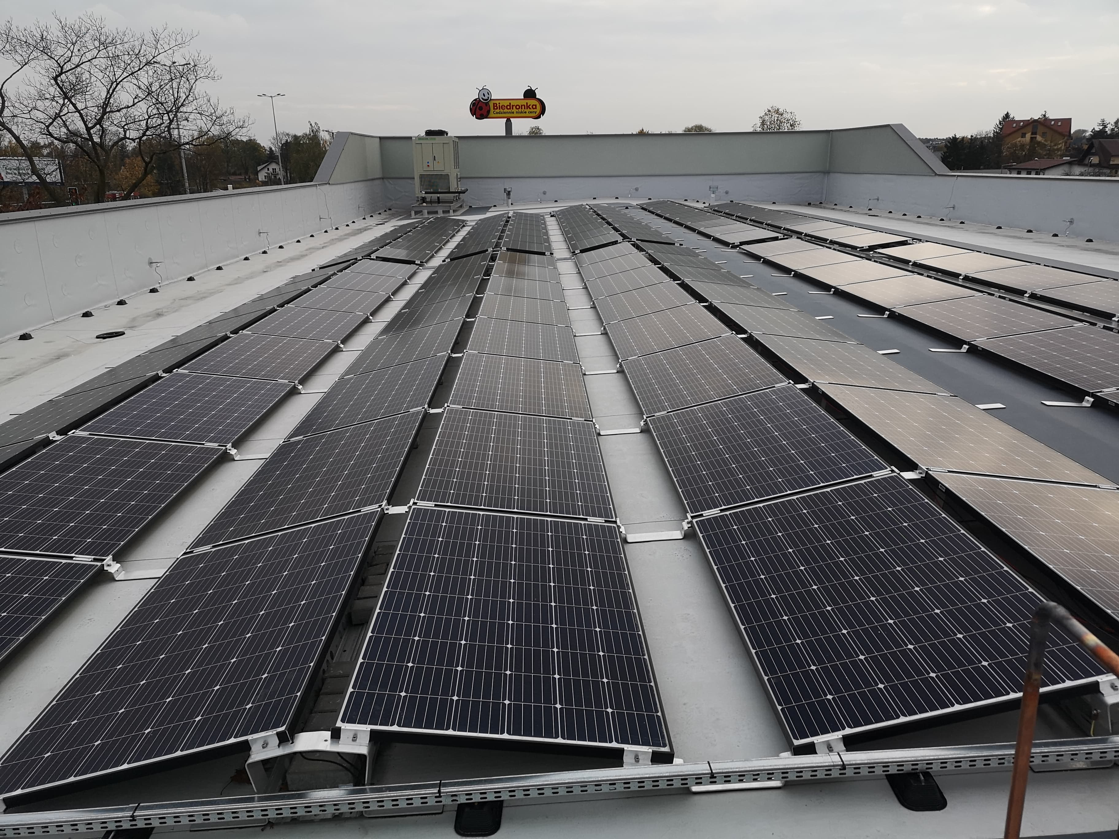 East-west installation with a maximum power of 49 kWp mounted on the flat roof of a service building in Warsaw.